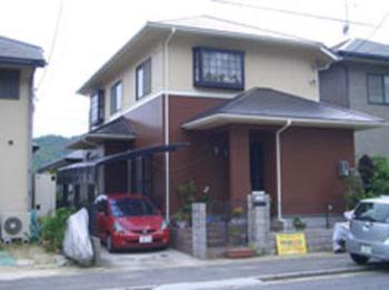 周辺の家屋とのバランスを考えたツートンカラーは、街の景観にも一役かっています。