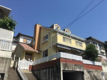 外壁塗装はGAINA、屋根はコロニアル遮熱グラッサで施工しました。